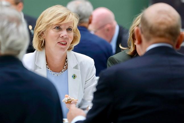 Svenska folkpartiets ordförande och justitieminister Anna-Maja Henriksson säger att hon är mycket förvånad över de uttalanden som gjorts om Kronobyvården de senaste dagarna.