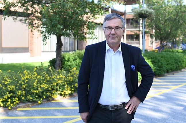 Det kommunala samhällsbygget utövar en stark dragningskraft på förre stadsdirektören Hans-Erik Lindqvist. Nu har han återvänt som stadsstyrelsens ordförande.