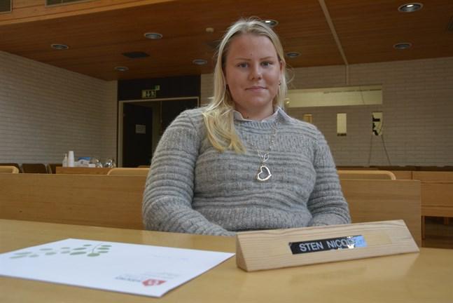 På måndagkväll var det dags för Nicole Sten att delta i sitt första fullmäktigemötet. Men fler kommer det att bli. Hennes höst är fylld med förtroendeuppdrag och studier.