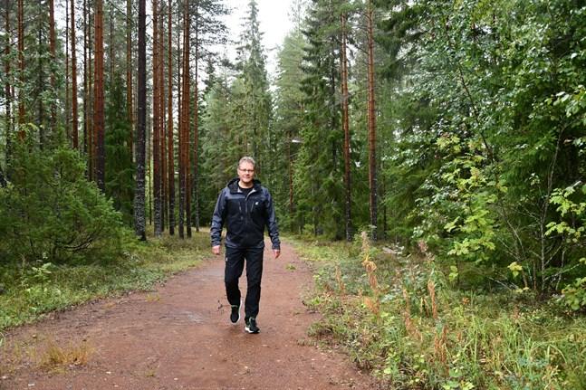 Många idéer har fötts och problem lösts längs motionsslingorna på Bötombergen, konstaterar stadsstyrelsens ordförande Patrick Ragnäs (SFP), som gärna vistas på området.