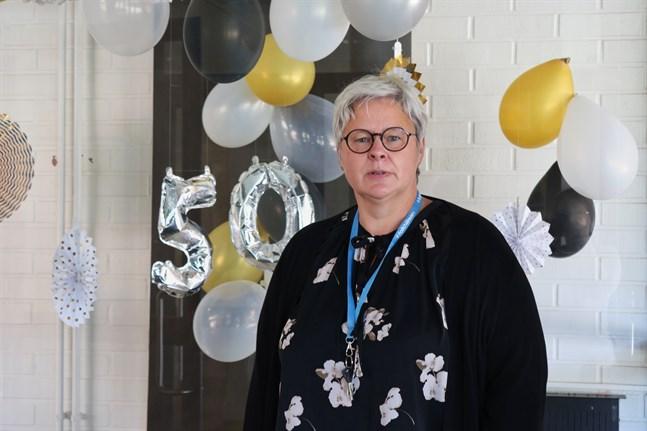 Mona Enlund, rektor på högstadiet i Petalax, säger att eleverna står i fokus i firandet, eftersom Malax kommun arbetar för att bli erkänd som barnvänlig.