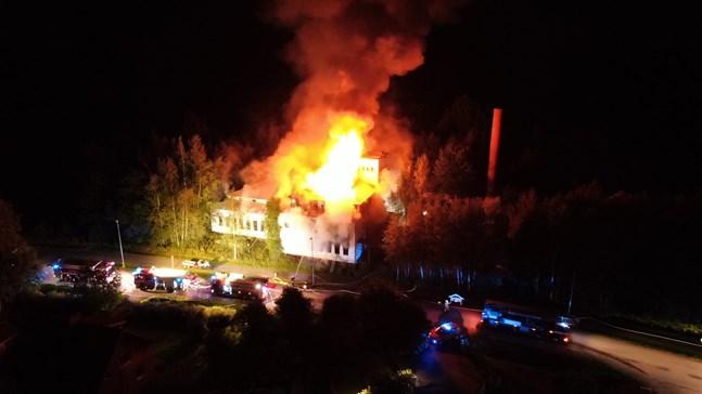 Fastigheten som en gång tillhörde Österbottens kött fattade eld på lördagskvällen.