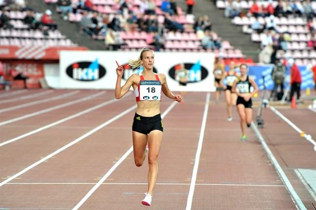 Camilla Richardsson, här på FM i Tammerfors i augusti, satsar på nytt personbästa och samtidigt nytt nationsrekord på fem kilometer landsväg på lördag.