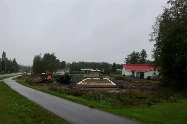 Två nya radhus ska byggas på den så kallade snickeritomten i Terjärv centrum.