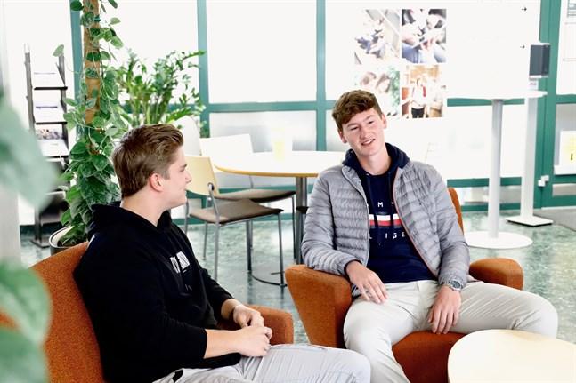 I höst ska Tom Matischak och Leon Mickler gå kurser i bland annat internationell handel och logistik.