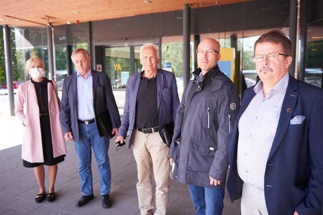 När bilden togs i slutet av augusti satt Rainer Bystedt (närmast) ännu i styrelsen. Det gör han inte mer, det gör däremot Hans Frantz, Per Hellman och David Pettersson. Även Marina Kinnunen på bilden.