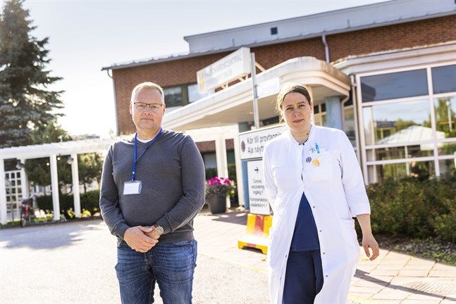Tomas Bodman och Anna-Liisa Punto-Luoma säger att coronaviruset medför mycket extra arbete för primärvården.