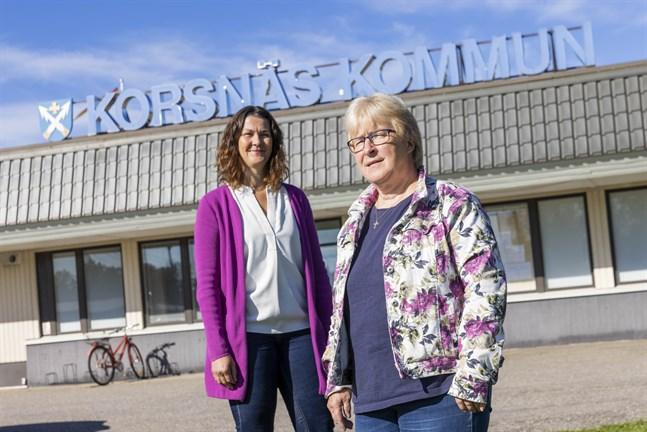 Camilla Ribacka och Anna-Lena Kronqvist står på en tomt vars öde inte är bestämt. – Det ska inte bli någon grushög i alla fall, säger Kronqvist.