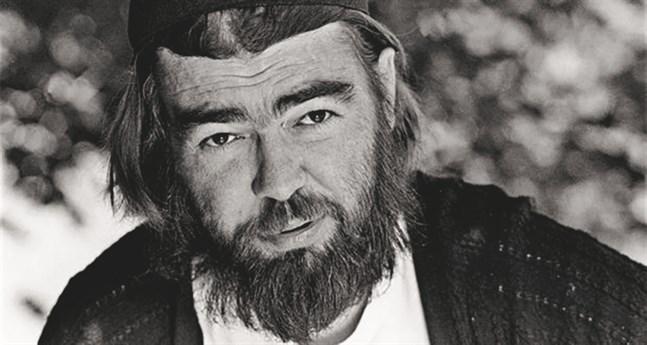 """Pentti Saarikoski var en av efterkrigstidens mest omsusade poeter i Finland. Foto från förlaget Ersatz, som ger ut """"Jag blickar över huvet på Stalin ut"""" i nyöversättning, av Oscar Rossi."""
