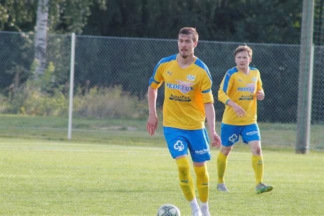Edis Hodzic, Nicholas Westerholm och deras Kraft II gjorde en bra match på tisdagskvällen mot FC Korsholm.
