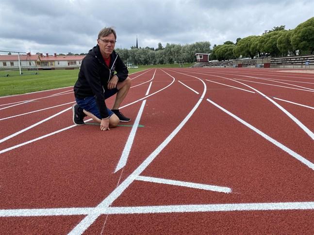 Kristinaplan har nya novotanbanor, men just nu är det svårt att locka lokala friidrottare, konstaterar Anders Wahlberg.