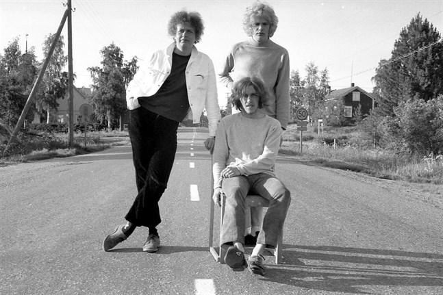 Hannu Lindblom, Hasse Tiihonen och Markku Lönngren från det ursprungliga bluesbandet tillsammans på en bild som sannolikt är tagen 1967.