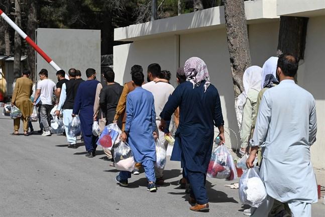 Afghaner vid Kabuls flygplats den 28 augusti.