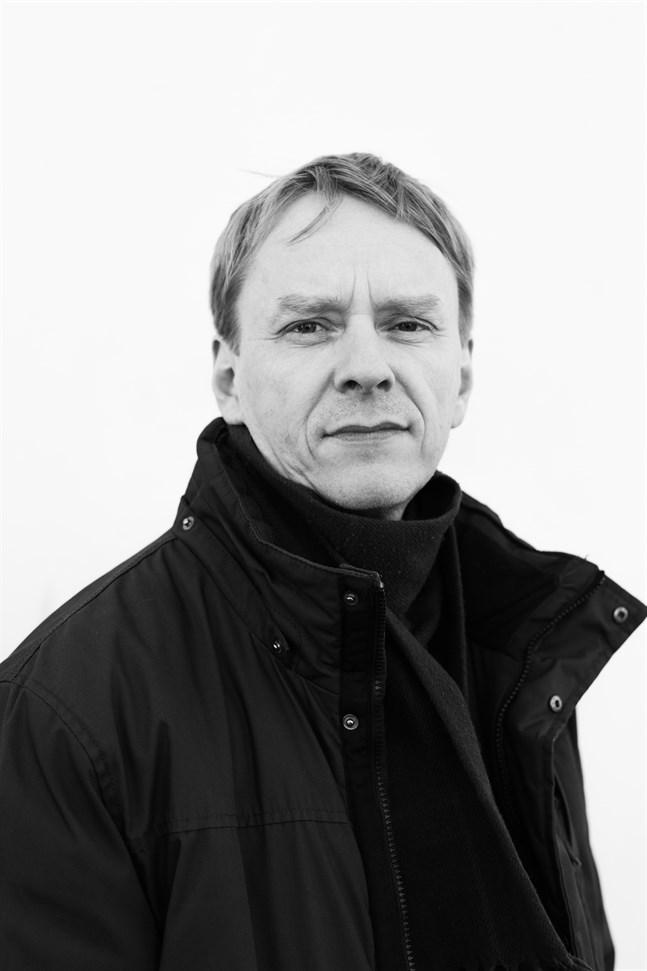Anders Mård, född 1968, är journalist och författare.