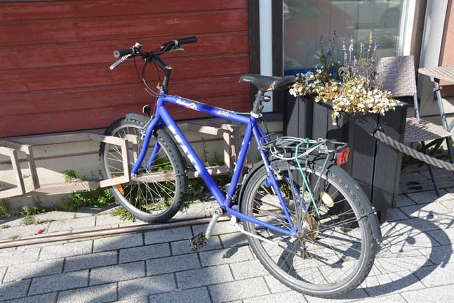 Cykeln lyfts ofta fram som ett bra färdmedel och populärt. Tre av fyra finländare cyklar.