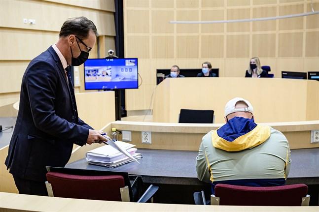 Rättegången i Storgatanfallet handlade under fredagen om flera olika narkotikarelaterade brott som den åtalade mannen misstänks för.