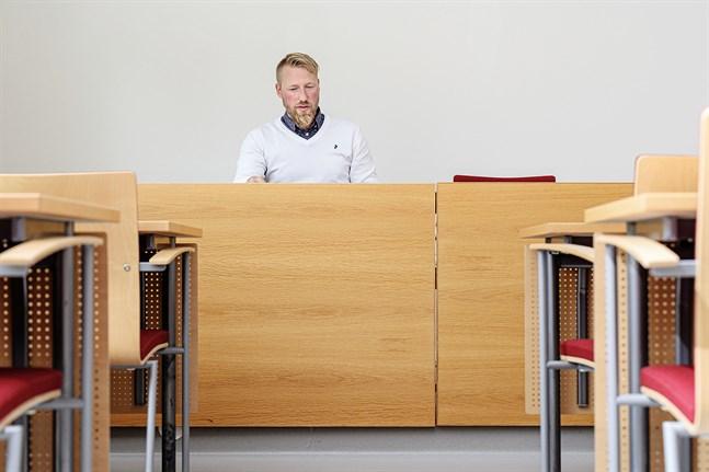Robin Sundelin, styrelseordförande i Larsmo, påpekar att endast 11,4 procent av landets alla kommuner antagit jämställdhetsdeklarationen.