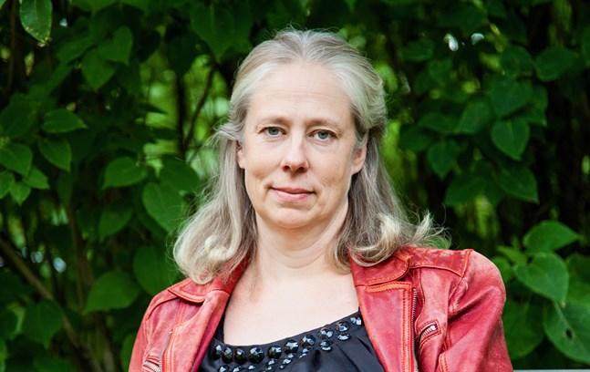 """Louise Agnesdotter vinner Solveig von Schoultz-tävlingen. """"Priset är en viktig bekräftelse på att det faktiskt kan bli något, det där man sitter och svettas över"""", säger hon."""