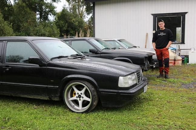 Sebastian Stenfors har varit intresserad av fordon sedan tidiga tonåren. Han delar intresset med sin pappa och har ofta pysslat med olika bilprojekt tillsammans med honom och grannen Mats.