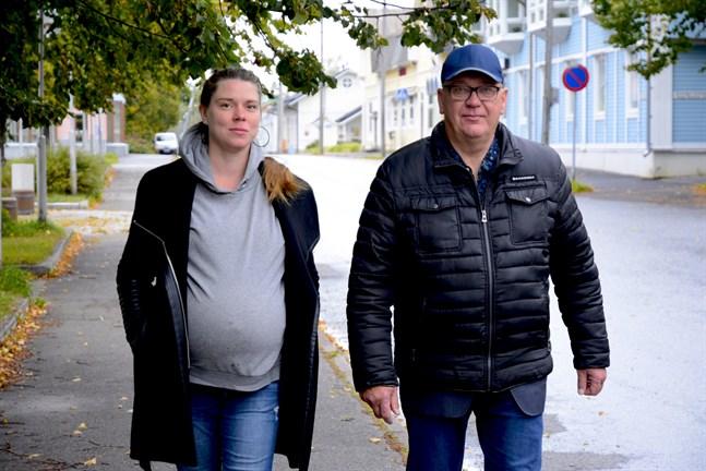 Miriam Bondén är ny i politiken medan Kari Häggblom är veteran. Men de jobbar mot samma mål för Kaskö.