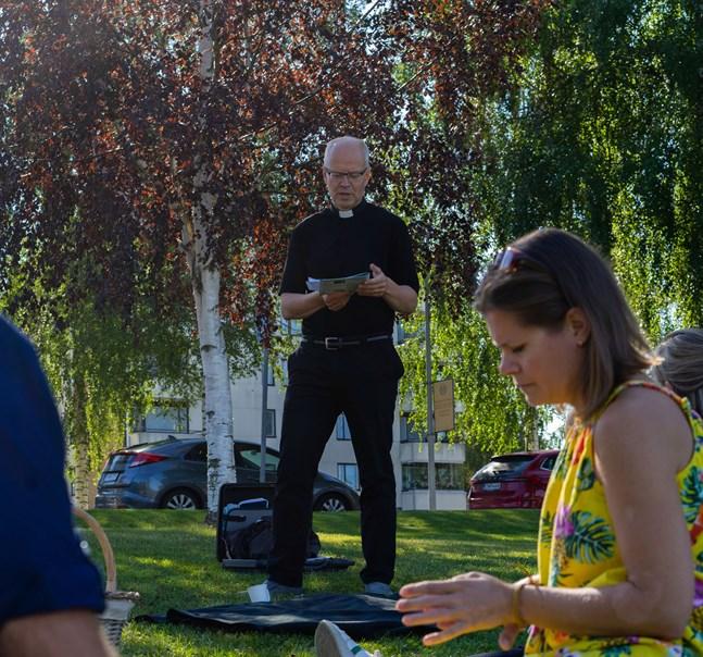 Kaplan Mats Edman vill bli tf kyrkoherde i Nykarleby tills en ny efterträdare till Mia Löf-Anderssén valts.