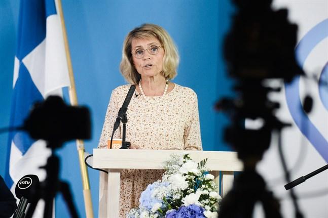Kristdemokraternas riksdagsledamot Päivi Räsänen besöker kyrkhelgen i Karleby nästa vecka. Här talar hon på KD:s partikongress i Helsingfors i augusti.