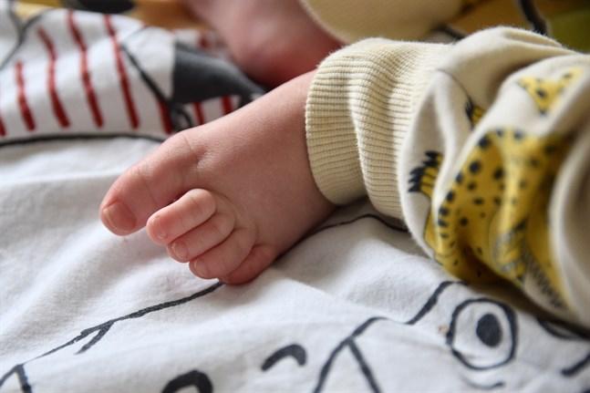 I Kajanalands välfärdsområde upplever var fjärde förälder ensamhet efter att de fött barn, medan motsvarande siffra i Mellersta Nylands välfärdsområde är färre än var tionde, uppger Institutet för hälsa och välfärd.