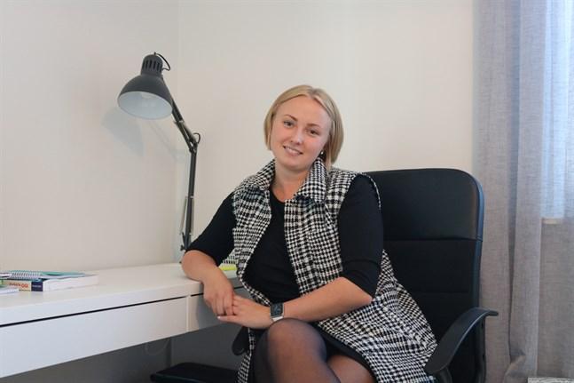 Vid sidan av jobbet studerar Madeleine Isuls hälsovetenskaper och didaktik på magisternivå vid Åbo Akademi med målet att bli lärare inom social- och hälsovårdsbranschen.