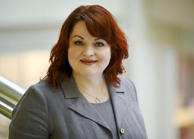 Tehys ordförande Millariikka Rytkönen är ledsen och arg speciellt för de unga vårdarnas skull.
