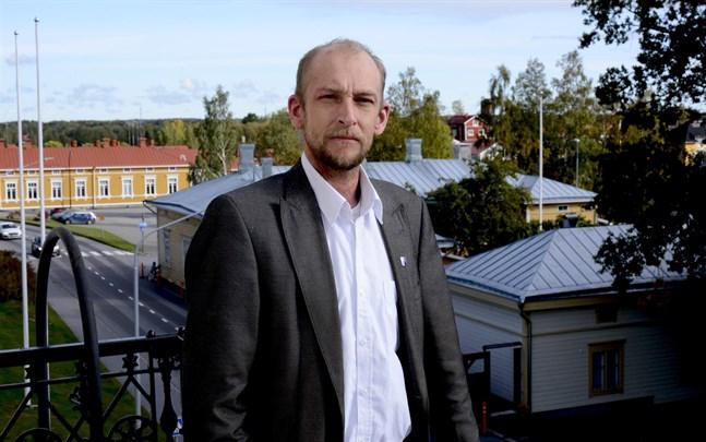 Henrik Antfolk är stadsfullmäktiges ordförande i Kristinestad och medlem i landskapsstyrelsen.