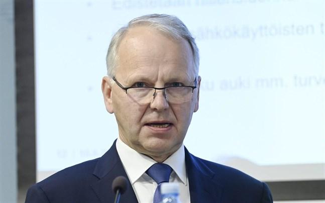 Enligt regeringsprogrammet ska jordbrukarna kompenseras om klimatpolitiken leder till ökade kostnader. – Det höll vi fast vid, säger jord- och skogsbruksminister Jari Leppä (C).