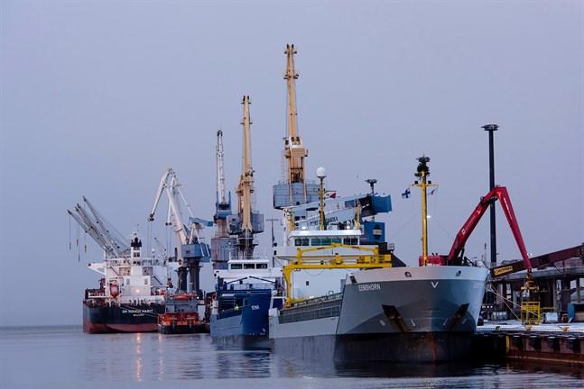 Exporten av produkter från metall- och pappersindustrin växer så det knakar.
