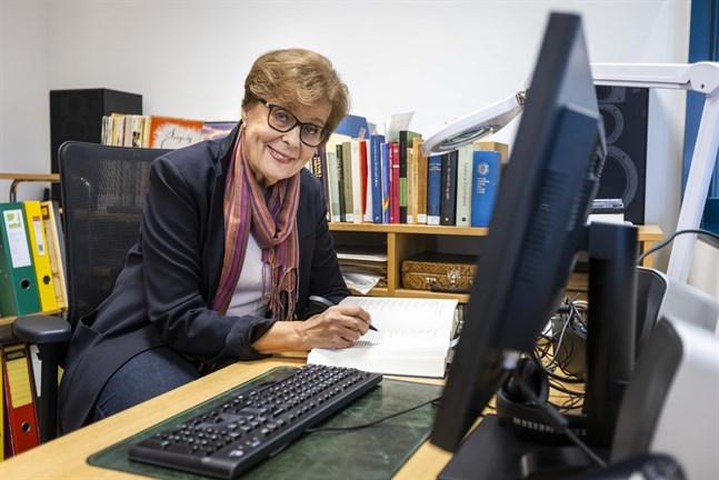 Ann-Mari Häggman kartlägger medeltidsballader som skrivits ned, tryckts eller spelats in på svenska i vårt land. Hon och hennes kolleger har hittat fler ballader än de kunnat tro, hela 1926 stycken.