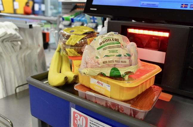 Årligen slänger finländska hushåll totalt över 100 miljoner kilogram mat i soptunnan.