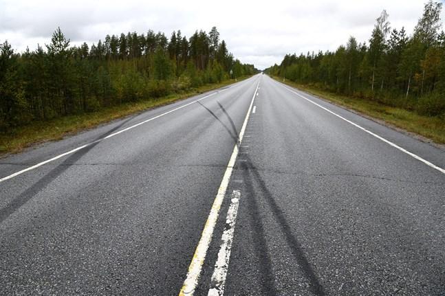 En person omkom i en trafikolycka i Kelviå på fredagskvällen.