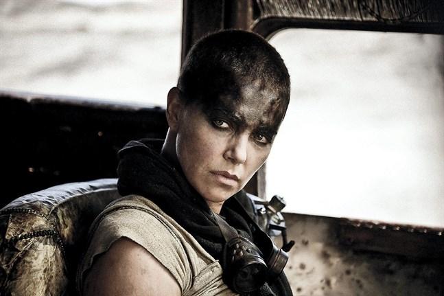 """""""Furiosa"""" ska utspela sig när Imperator Furiosa är i 20-årsåldern. Anya Taylor-Joy tar över rollen från Charlize Theorn (bilden). Pressbild."""