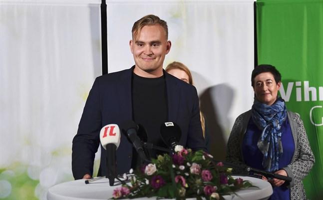 De Grönas nyvalda vice ordförande Atte Harjanne kammade hem överlägset flest röster i lördagens val.