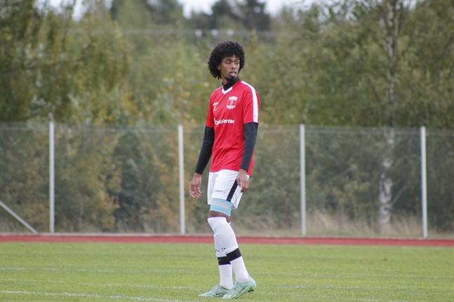 Mittbacken Omar Hussein och hans Korsnäs FF tog en poäng i Nedervetil.