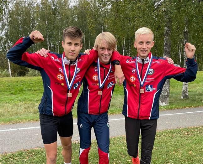 Det blev plakett istället för medalj för Brahetrion Valter Joensuu, Emil Jansson och Otto Gripenberg i 20-årsklassen i FM.
