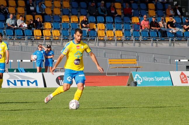 Samir Isanovic gjorde två viktiga mål i Karleby. Nu är anfallaren redan trea i norrtvåans skytteliga.