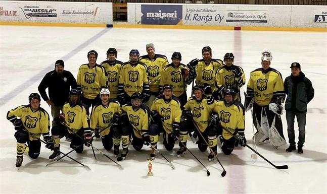Kraft hockey fick fira turneringsseger i Kurikka på lördagen.