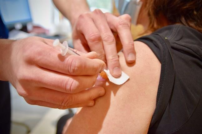 Vaccinationstäckningen i Finland och Sverige är betydligt högre än i Estland, visar en jämförelse av statistik från ländernas hälsomyndigheter. Arkivbild.
