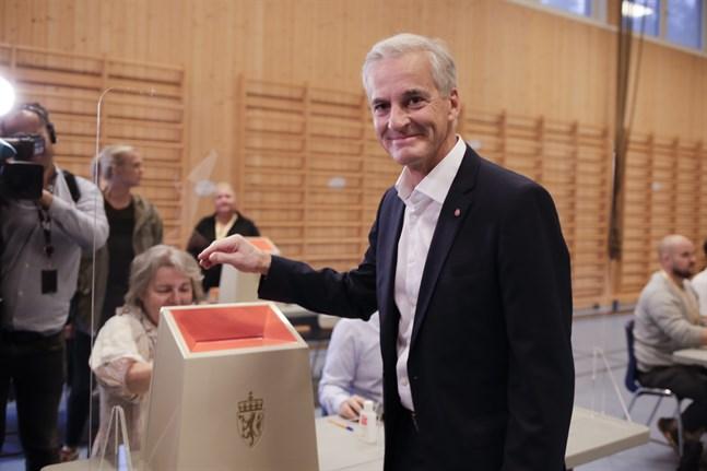 """""""Känslan är god och Arbeiderpartiet har medvind"""", sade Jonas Gahr Støre när han röstade i Oslo redan på söndagen. Allt pekar på att han blir Norges nästa statsminister."""