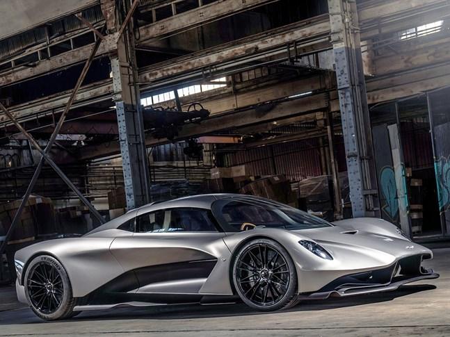 Agent 007 har uppdaterat sitt garage med en tvådörrars hybridcoupé från Aston Martin som är lika läcker som förförisk. Lägg namnet Valhalla på minnet!