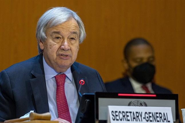 FN:s generalsekreterare Antonio Guterres uppmanar det internationella samfundet att skänka pengar för humanitära hjälpinsatser i Afghanistan.