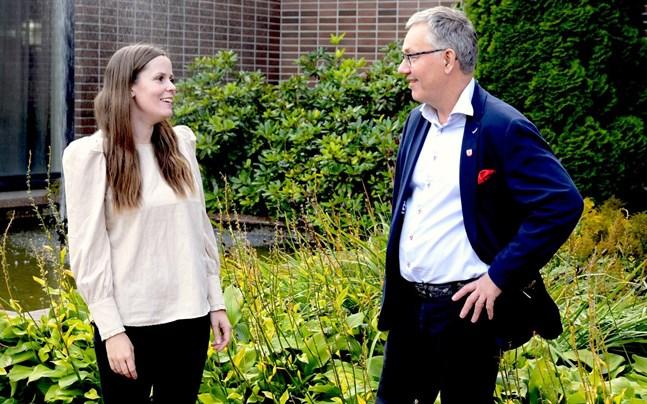 Det finns mycket att glädjas åt i Närpes men utvecklingen bör fortsätta, enligt fullmäktiges ordförande Johanna Borg och stadsstyrelsens ordförande Hans-Erik Lindqvist.