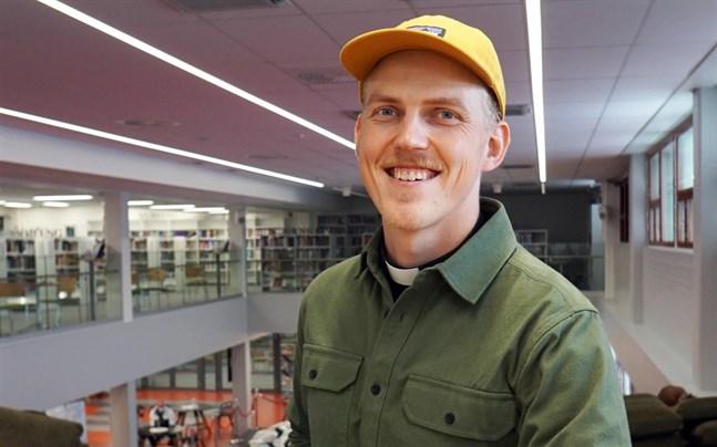 Lassi Pappinen är tf högskolepräst på yrkeshögskolan Centria och yrkesinstitutet Kpedu i Karleby.