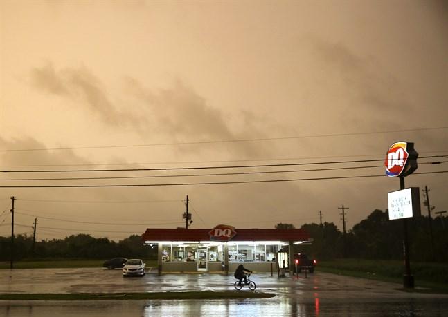 Ovädret Nicholas rör sig mot USA-delstaten Texas.