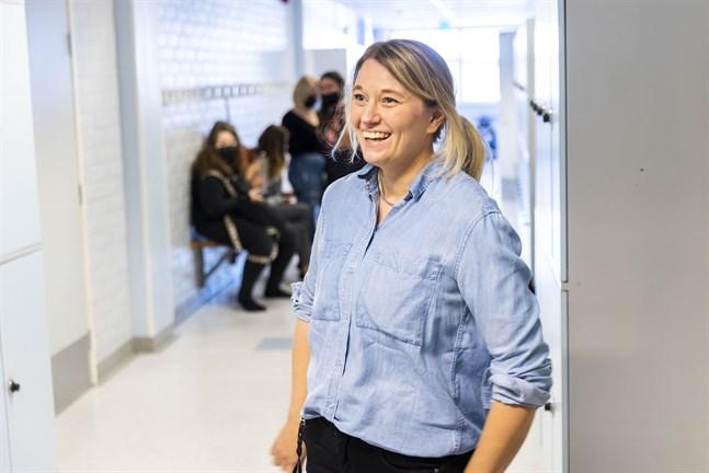 Lena Granback har jobbat som skolcoach i Högstadiet i Petalax sedan februari. Ett drömjobb att få jobba med så kloka ungdomar, säger hon.
