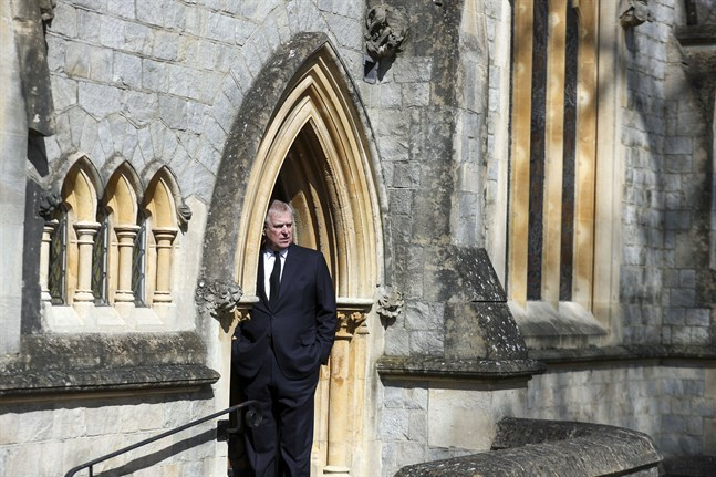 Prins Andrew har tvingats ta en paus från sina kungliga uppdrag. Bild från i våras.